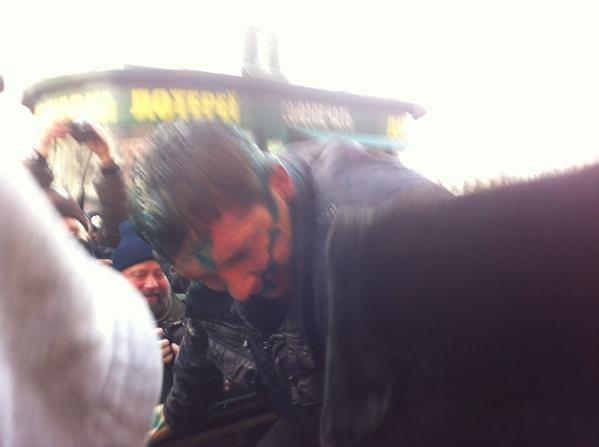Активисты облили Скоробагача зеленкой и закинули депутата в мусорный бак (ФОТО+ВИДЕО), фото-1