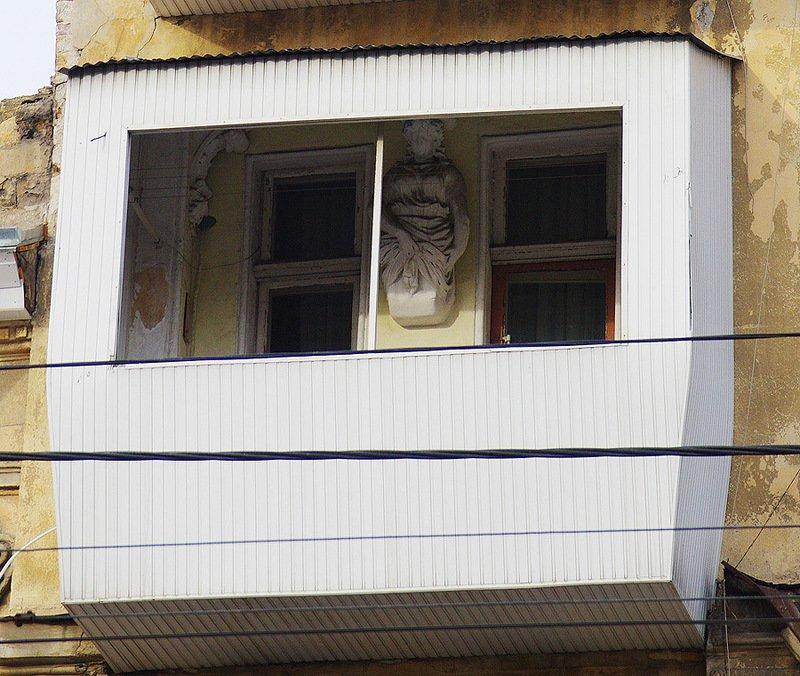 Одессит спрятал под вагонкой исторический облик здания (ФОТОФАКТ) (фото) - фото 1