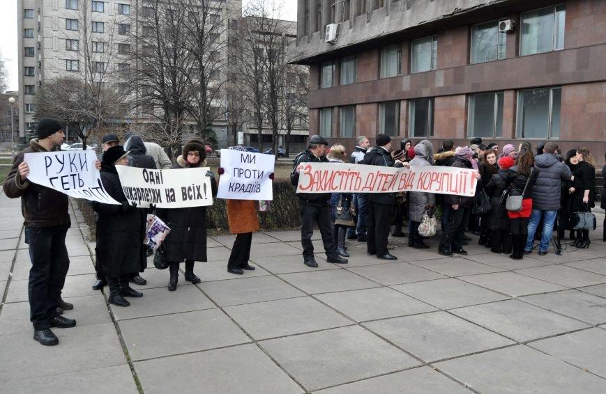 Под запорожским облсоветом бастует коллектив вольнянского интерната (ФОТО, ОБНОВЛЕНО), фото-1