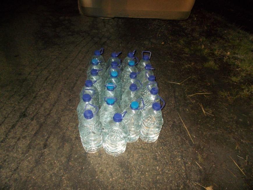 В Кировоградской области задержали автомобиль, водитель которого перевозил более 100 литров спирта (фото) (фото) - фото 1