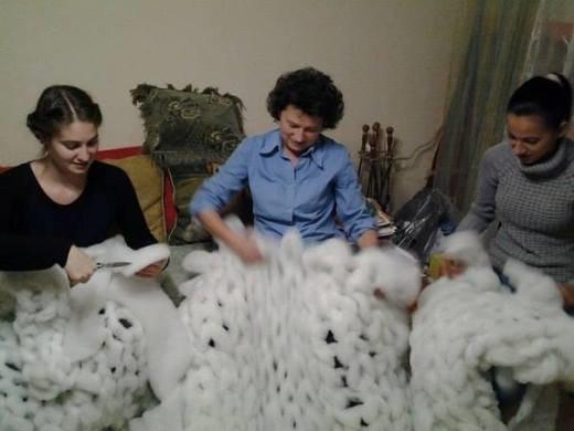 В Одессе устанавливают уникальную вязаную елку (ФОТО) (фото) - фото 1