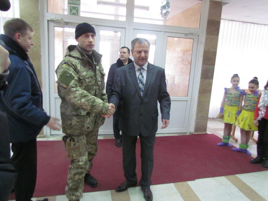 Военные и городской голова поздравили детей-сирот Мариуполя (ФОТО), фото-1