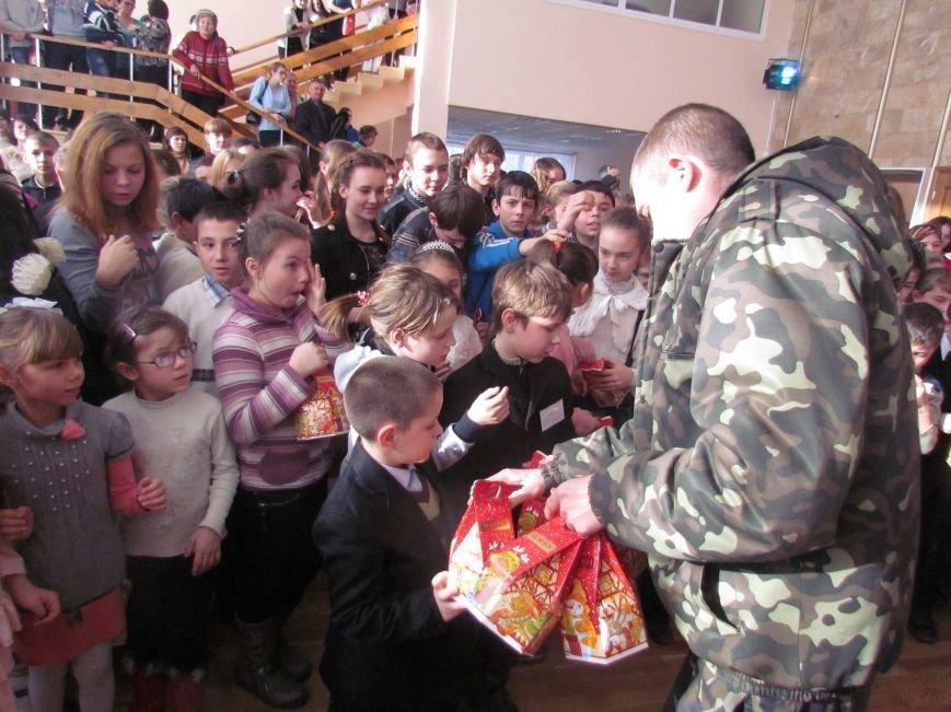 Военные и городской голова поздравили детей-сирот Мариуполя (ФОТО), фото-8