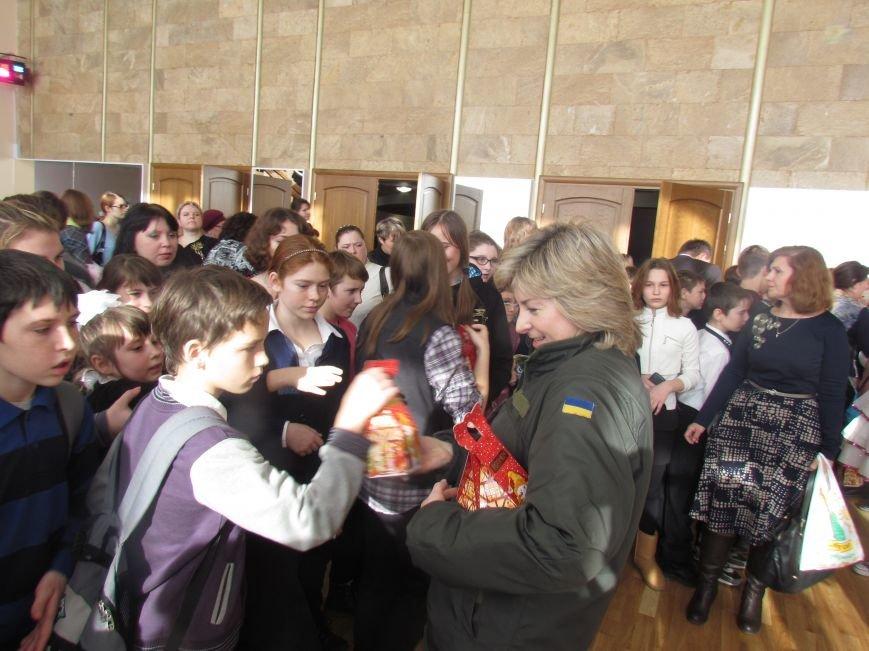 Военные и городской голова поздравили детей-сирот Мариуполя (ФОТО), фото-10