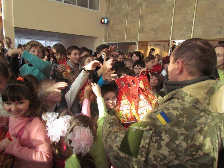 Военные и городской голова поздравили детей-сирот Мариуполя (ФОТО), фото-9