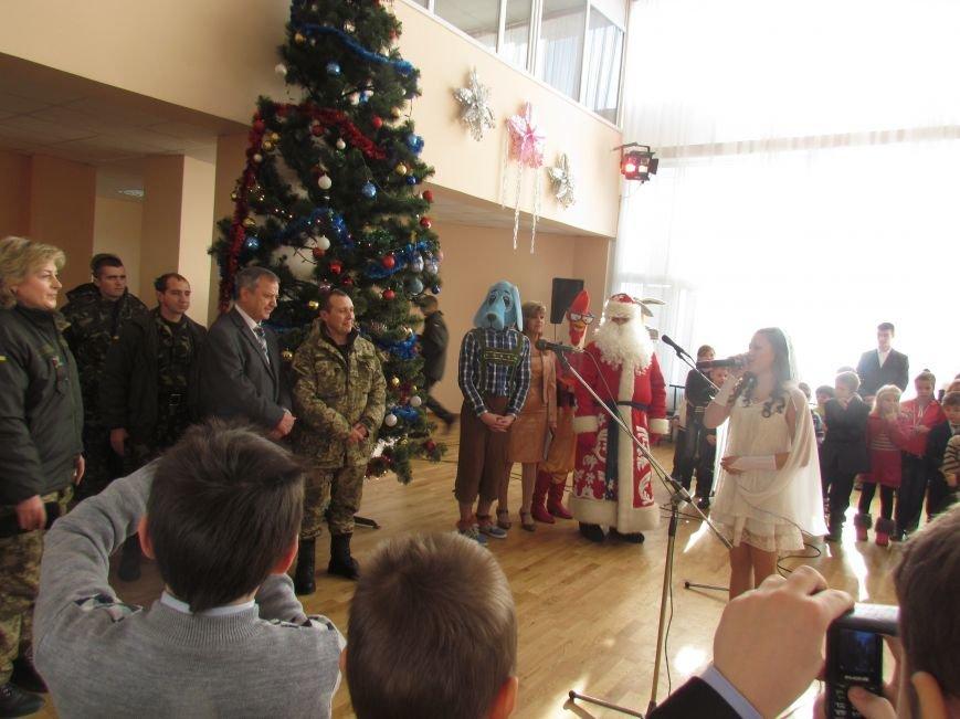 Военные и городской голова поздравили детей-сирот Мариуполя (ФОТО), фото-6