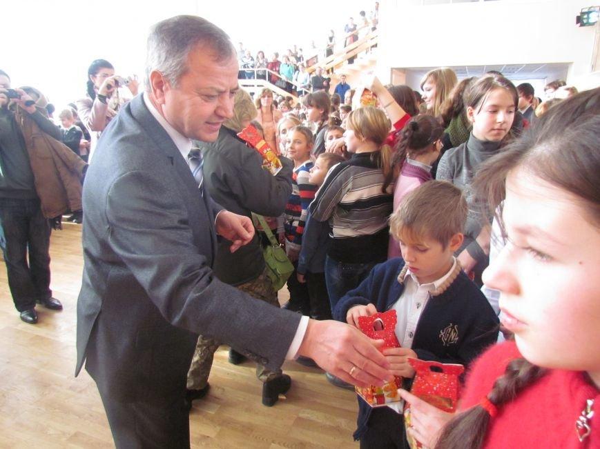 Военные и городской голова поздравили детей-сирот Мариуполя (ФОТО), фото-7