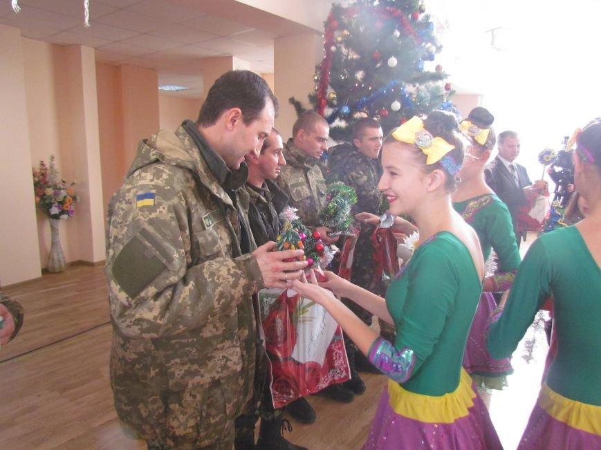 Военные и городской голова поздравили детей-сирот Мариуполя (ФОТО), фото-11