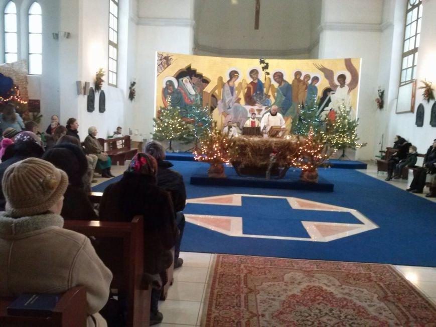 В Днепродзержинском костеле святого Николая празднуют католическое Рождество (фото) - фото 2
