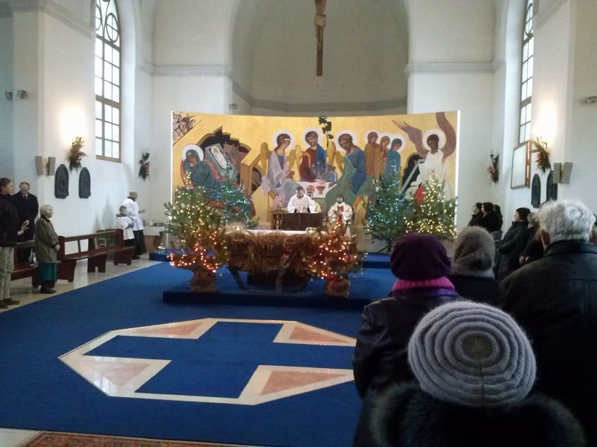 В Днепродзержинском костеле святого Николая празднуют католическое Рождество (фото) - фото 1
