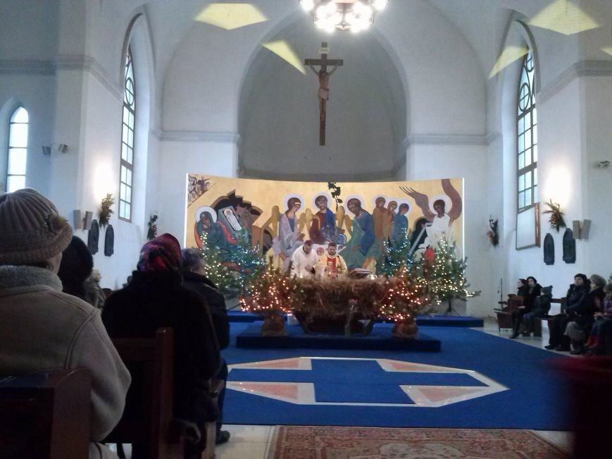 В Днепродзержинском костеле святого Николая празднуют католическое Рождество (фото) - фото 3