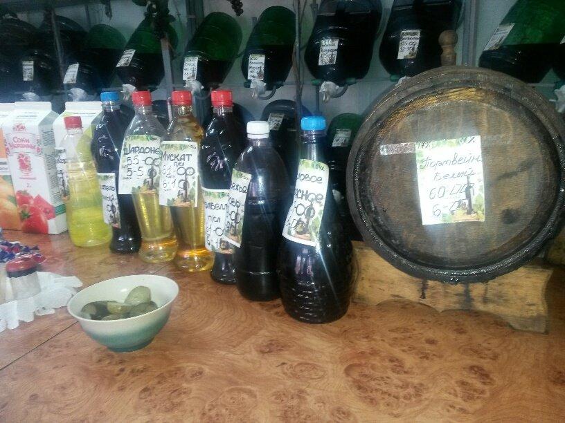 На мариупольском рынке торгуют вином и водкой на розлив (ФОТО), фото-3