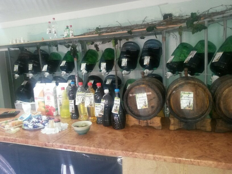 На мариупольском рынке торгуют вином и водкой на розлив (ФОТО), фото-4