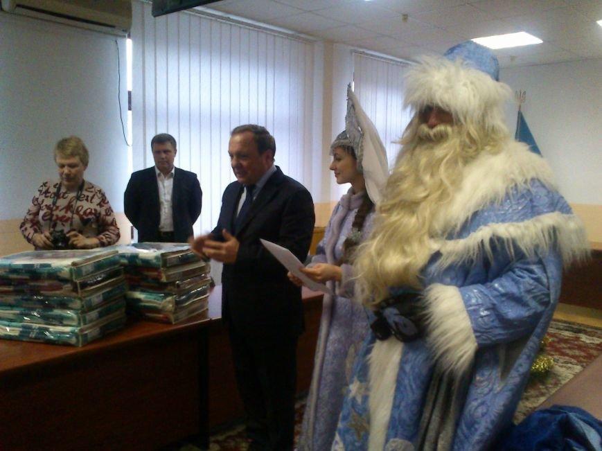 Дед Мороз и Станислав Сафронов поздравили детей с праздником, фото-1