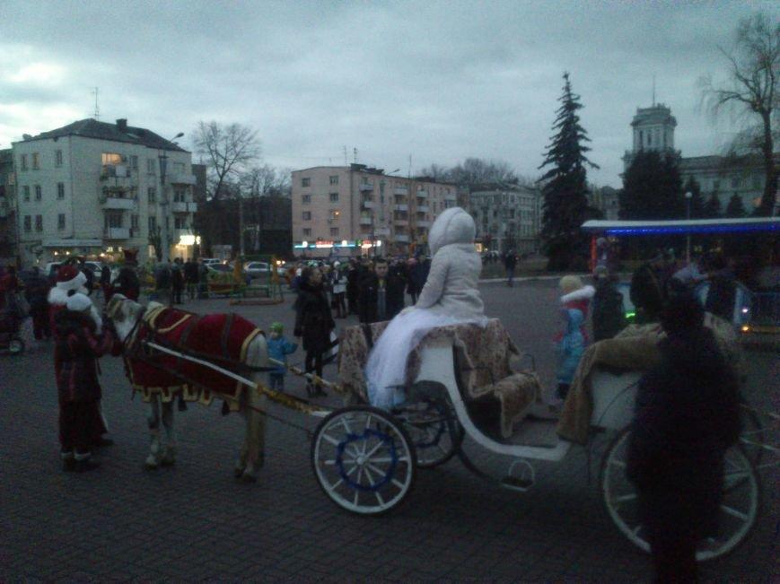 В Днепродзержинске открывают центральную городскую елку, фото-3