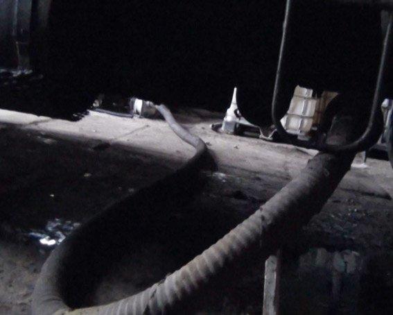 На Харьковщине задержали членов группировки, которые воровали бензин целыми цистернами (ФОТО) (фото) - фото 1