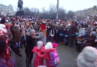 В Донецке открыли главную елку (фото) - фото 1