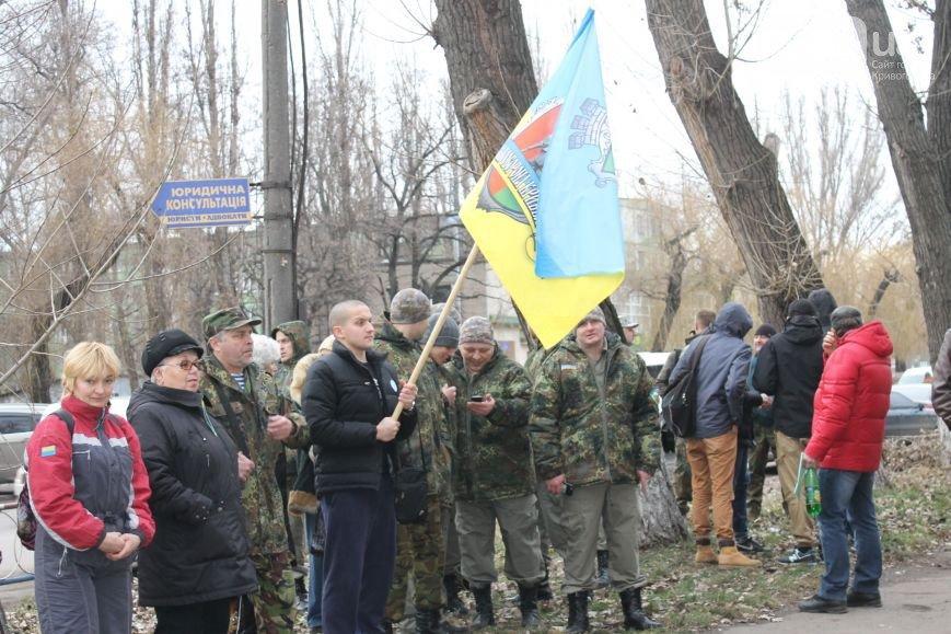 В Кривом Роге неожиданно под горисполком завезли бетонные блоки для памятника, а распространителей «Новороссии» могут отпустить (фото) - фото 3