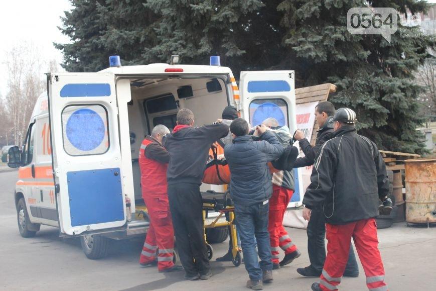 В Кривом Роге неожиданно под горисполком завезли бетонные блоки для памятника, а распространителей «Новороссии» могут отпустить (фото) - фото 2