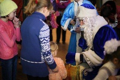 Итоги благотворительного аукциона в Макеевке подвели новогодним утренником (фото) - фото 1