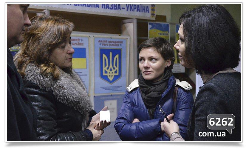 В Славянске пытались провести диалог между сторонниками Украины и России (фото) - фото 2