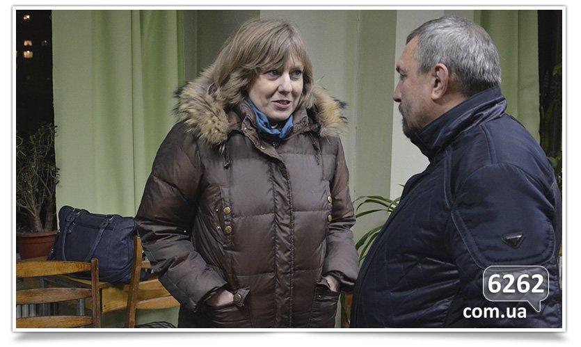 В Славянске пытались провести диалог между сторонниками Украины и России (фото) - фото 1