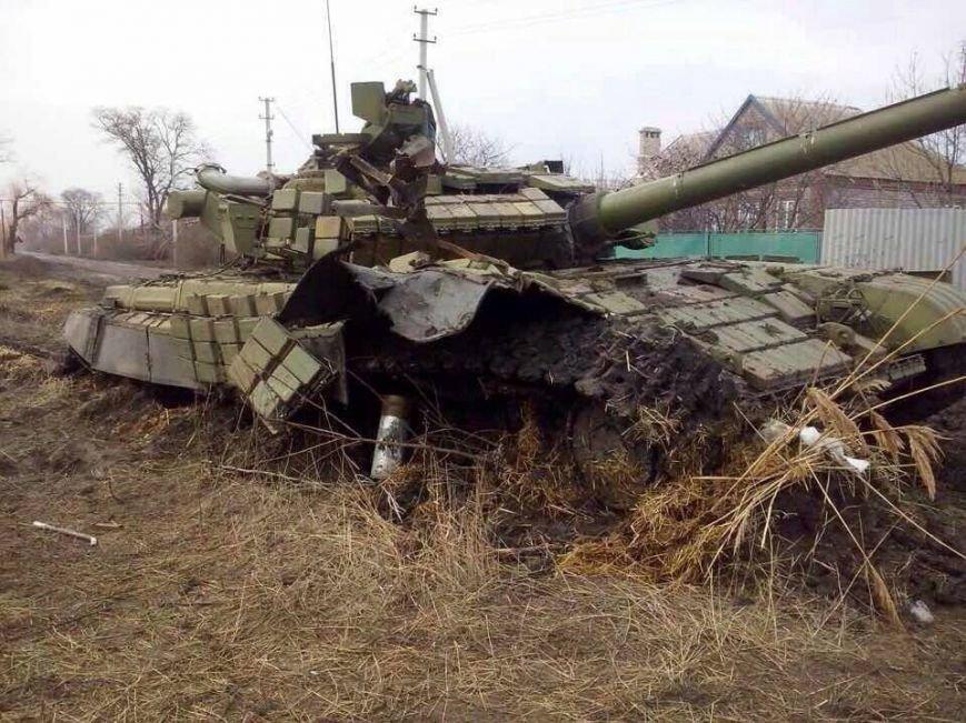 Под Мариуполем подбит  танк и убиты 8 военных РФ? (ФОТО+ДОПОЛНЕНО), фото-1