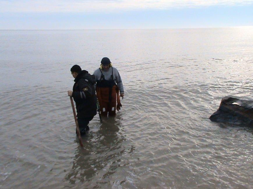 Под Мариуполем мина, взорвавшаяся на берегу моря, чуть не разрушила жилой дом (ФОТО) (фото) - фото 1