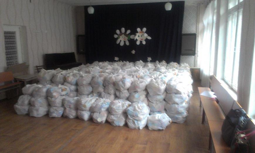 Авдеевцы получают гуманитарную помощь от Фонда Рината Ахметова (фото) - фото 3