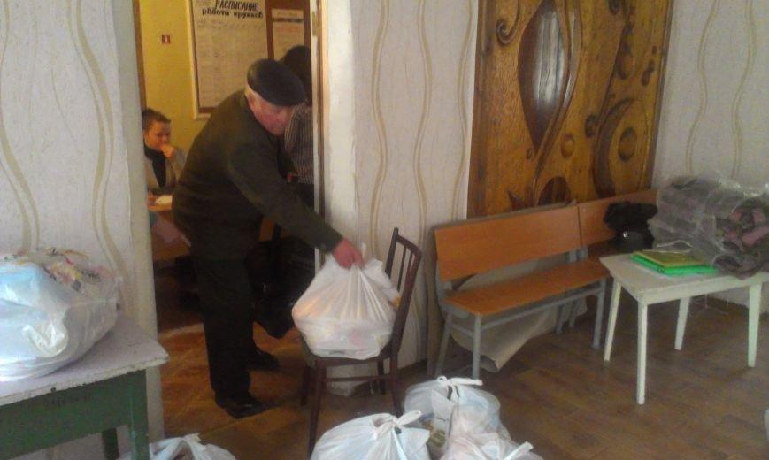 Авдеевцы получают гуманитарную помощь от Фонда Рината Ахметова (фото) - фото 2