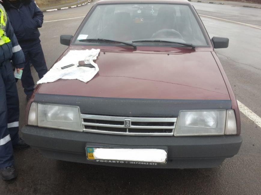 На Кировоградщине поймали мужчину, который перевозил пистолет и наркотики, фото-1