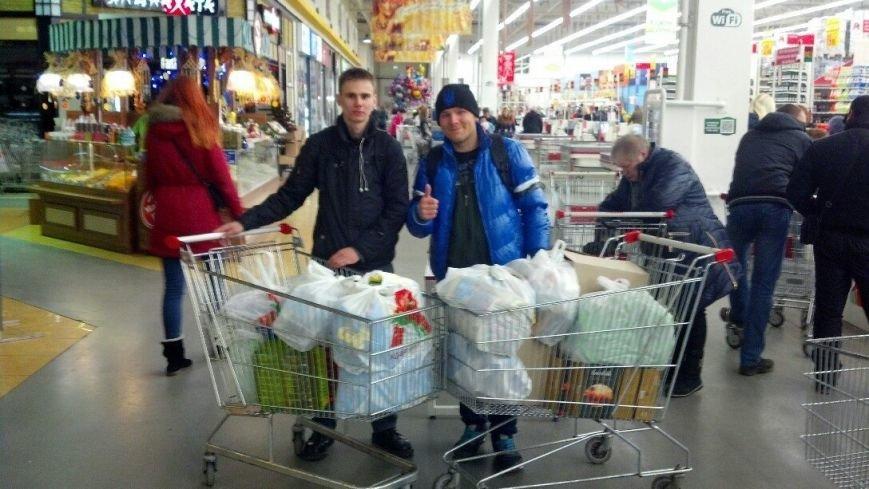 Активисты «Димитровского патриотического руха» привезли бойцам полка «Днепр-1» гуманитарную помощь на сумму 40 тыс. грн. (фото) - фото 1