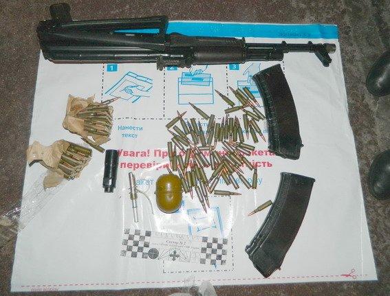 В Киеве задержали мариупольцев, торгующих оружием из зоны АТО (ФОТО) (фото) - фото 1