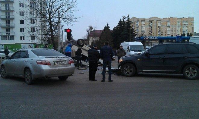 У Львові перекинулась іномарка (ФОТОРЕПОРТАЖ) (фото) - фото 4