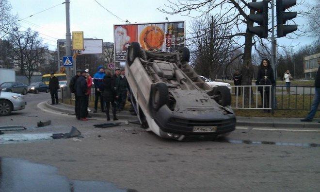 У Львові перекинулась іномарка (ФОТОРЕПОРТАЖ) (фото) - фото 2