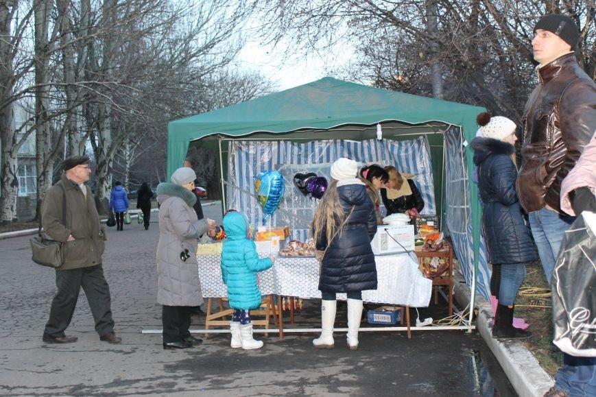 В Красноармейске на площади им. Шибанкова состоялось открытие главной новогодней елки города (фото) - фото 2