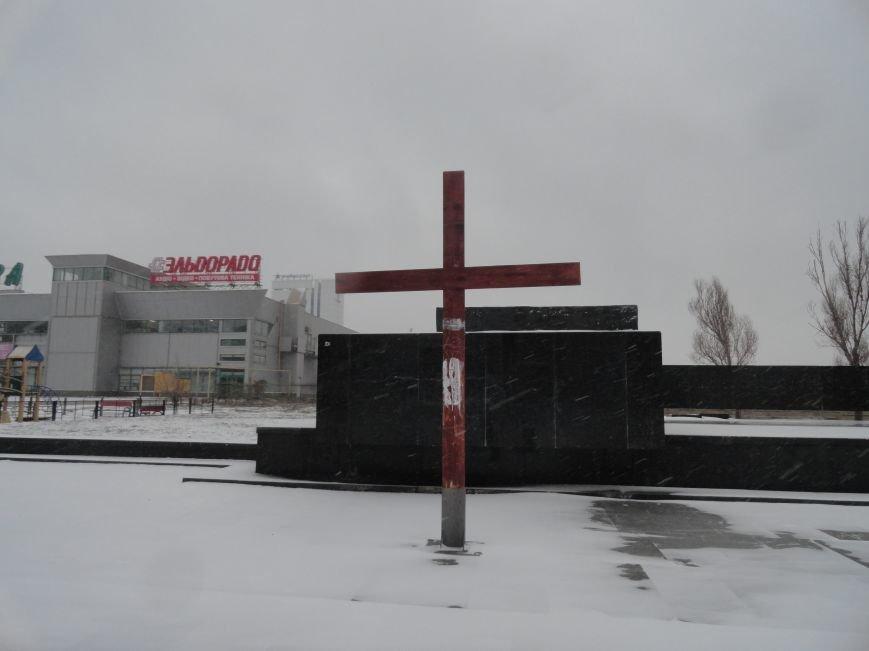 В центре Мариуполя появился ангел (ФОТОФАКТ) (фото) - фото 1