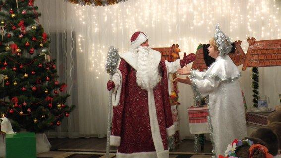 Руководитель УМВД Херсонщины поздравил детей с наступающими праздниками (фото) (фото) - фото 3