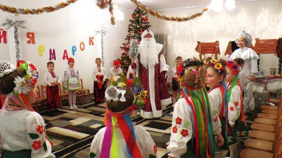 Руководитель УМВД Херсонщины поздравил детей с наступающими праздниками (фото) (фото) - фото 1