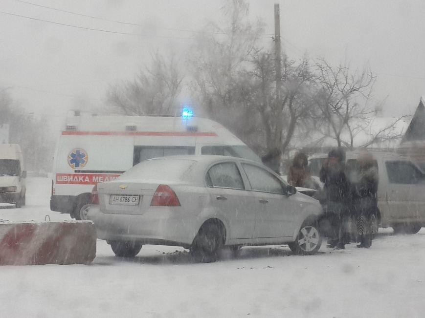 В Мариуполе «Шевроле» разбилось у погранчасти. Есть пострадавший (ФОТО), фото-1
