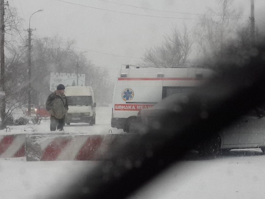В Мариуполе «Шевроле» разбилось у погранчасти. Есть пострадавший (ФОТО), фото-2