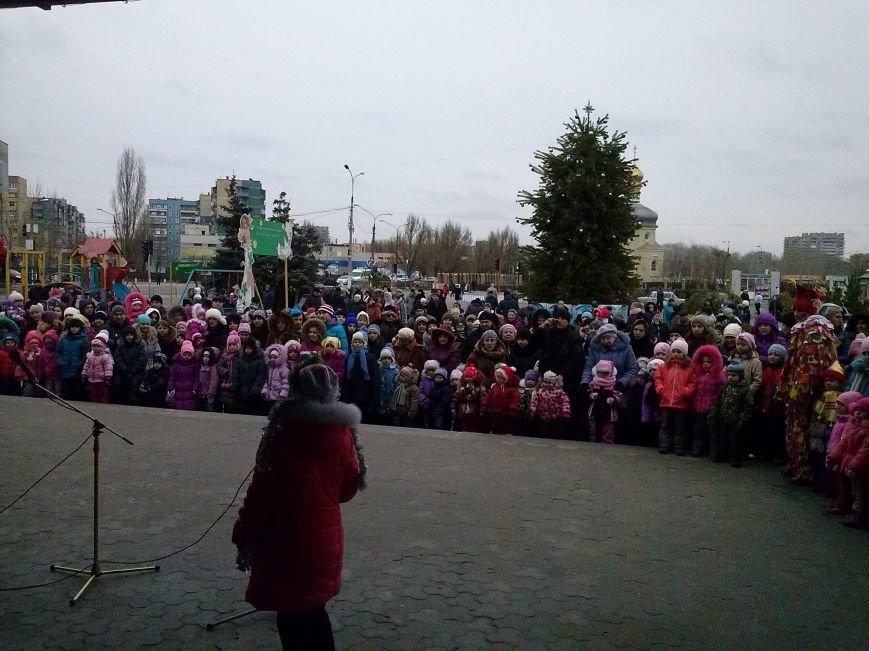 В Днепровском районе Днепродзержинска весело водили хоровод вокруг новогодней ёлки (фото) - фото 2