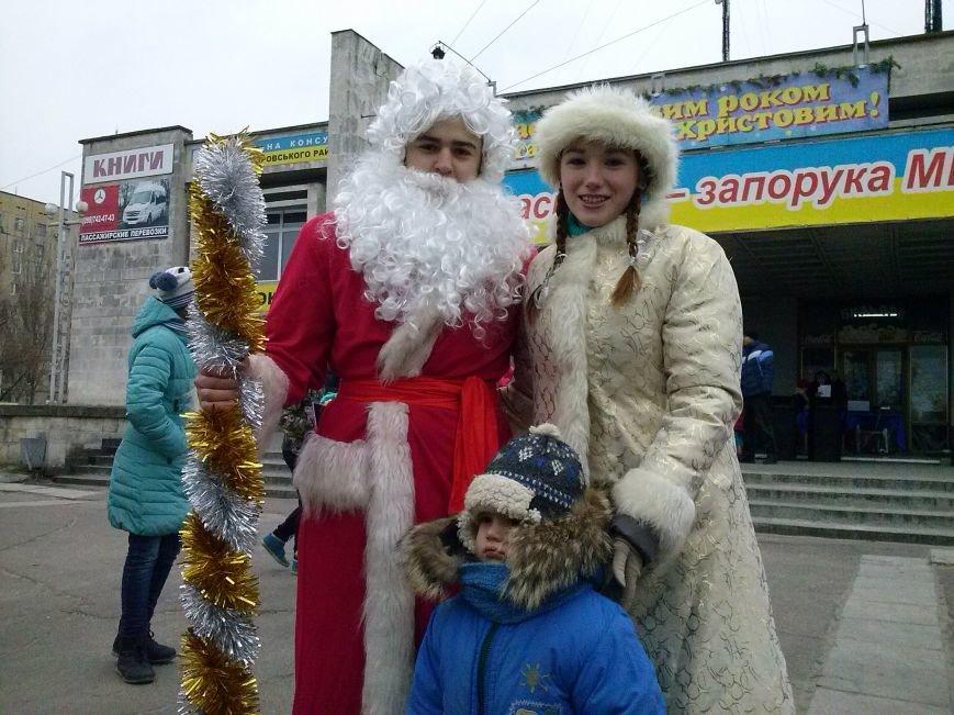 В Днепровском районе Днепродзержинска весело водили хоровод вокруг новогодней ёлки (фото) - фото 7