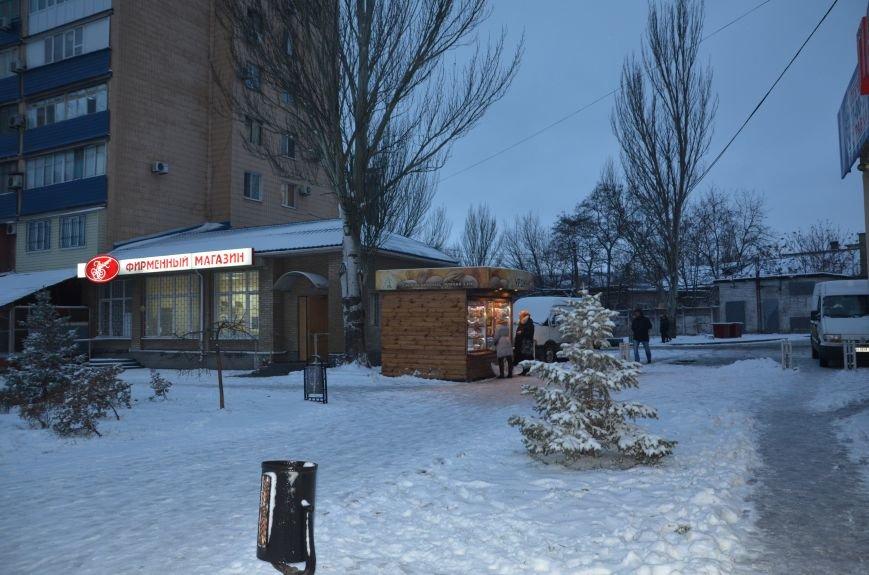 В Мариуполе у хлебного киоска оказалась крепкая «крыша» (ФОТО), фото-1