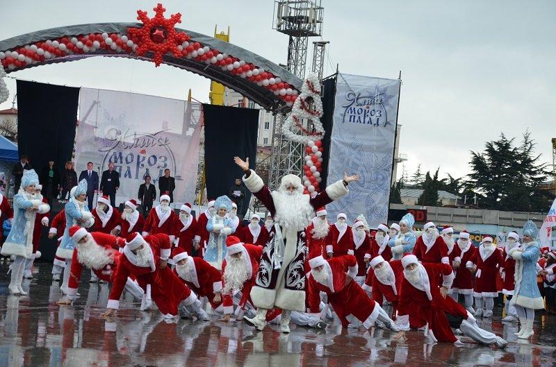 Ялта с большим размахом отметила юбилейный «Мороз-Парад» (фото) - фото 1