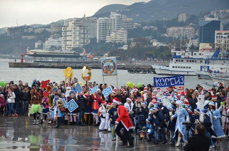 Ялта с большим размахом отметила юбилейный «Мороз-Парад» (фото) - фото 3