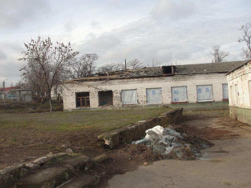 На передовую доставили первую партию гумпомощи от Правительства Украины. Села вблизи Мариуполя обошли стороной (ФОТО), фото-8