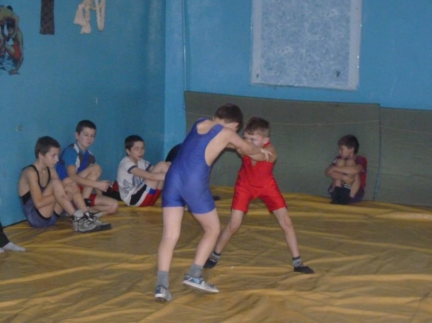 В Славянске прошёл Новогодний турнир по вольной борьбе среди детей. (фото) - фото 2