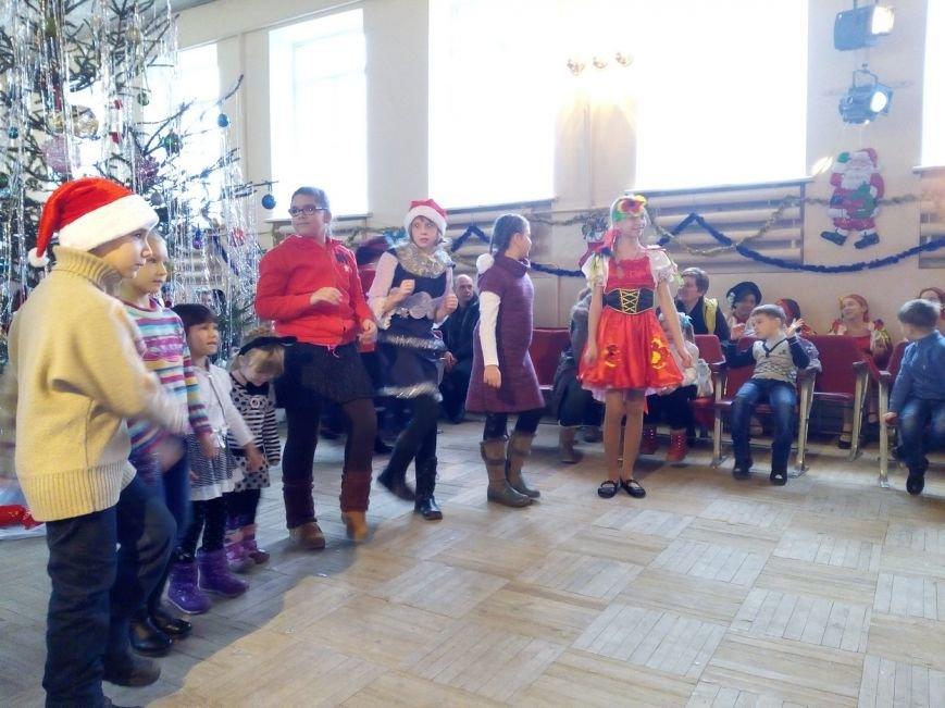 Новогодний праздник для детей-инвалидов в Славянском ДЦЮТ (фото) - фото 5