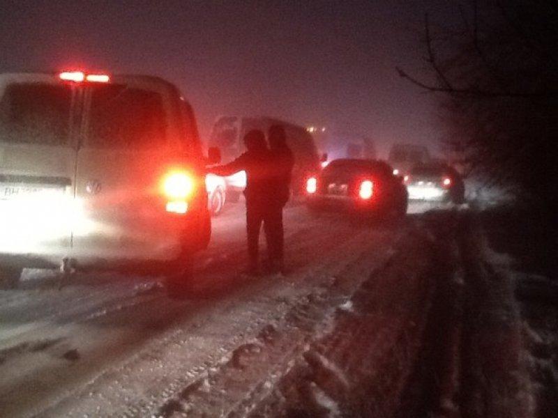 Снег заблокировал движение на юге Одесской области (фото) - фото 1
